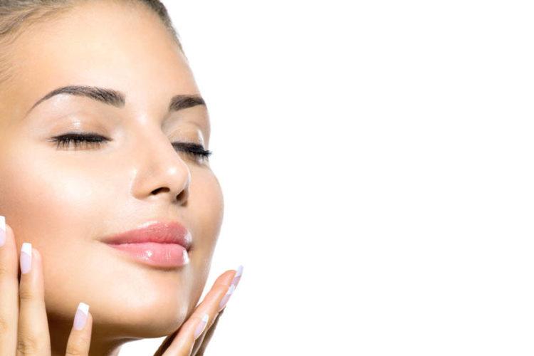 cosméticos-imprescindibles-750x500