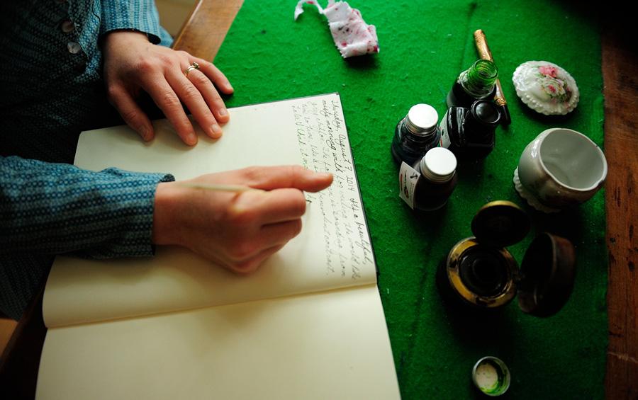 Sarah escribiendo