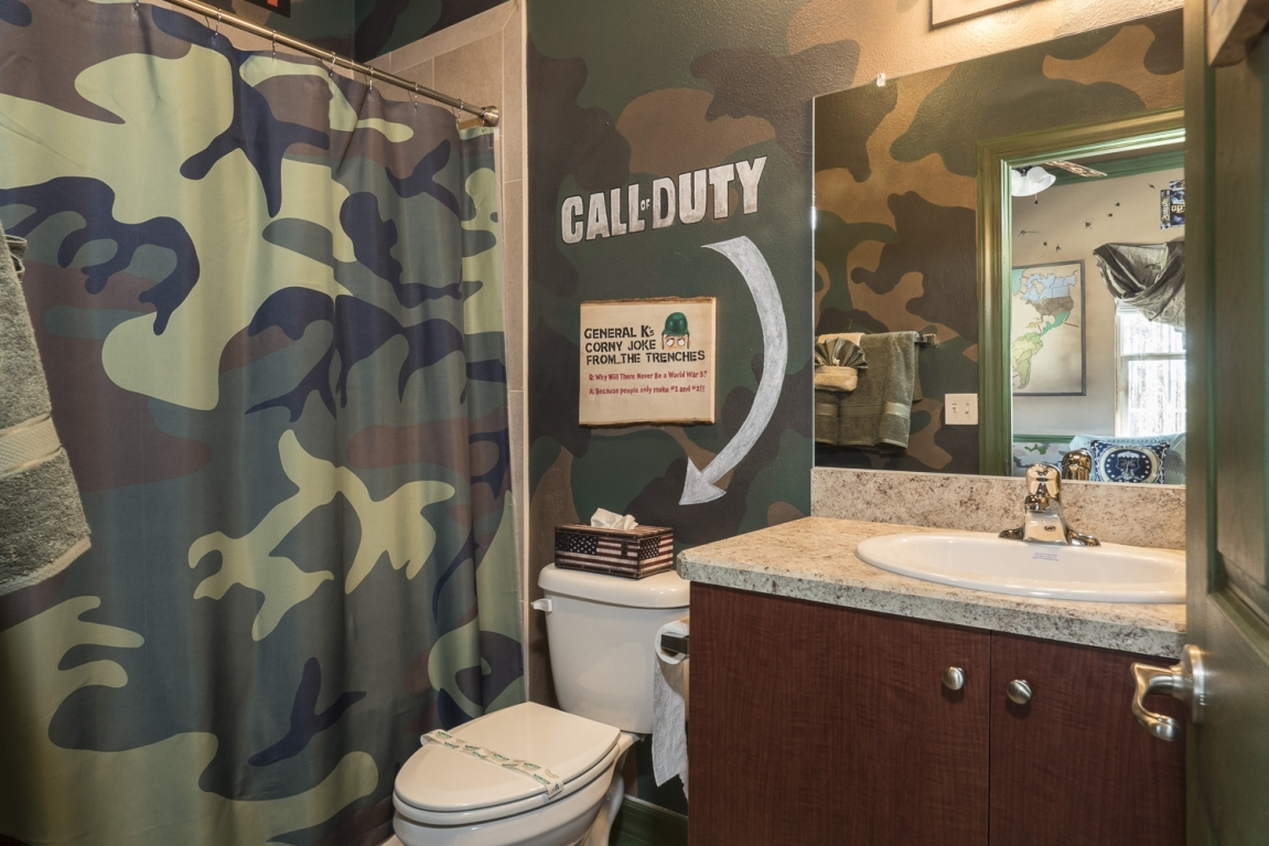 war_games_bathroomlarge