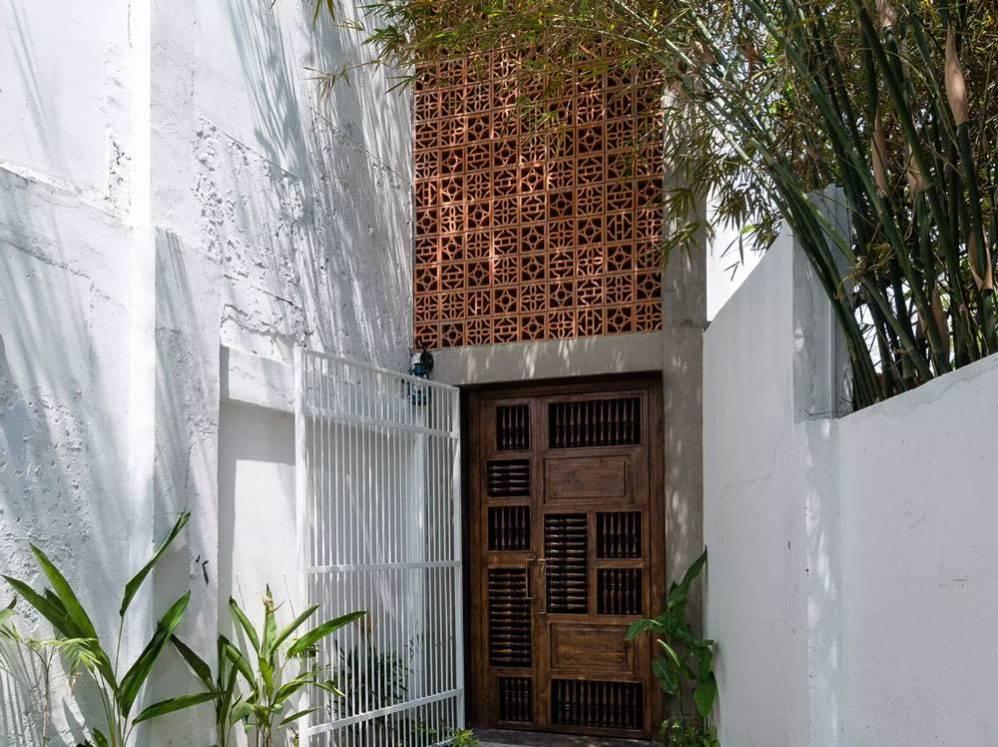 una-casa-convertida-en-un-monasterio-budista01