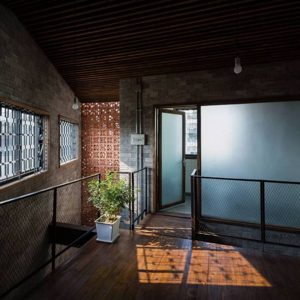 una-casa-convertida-en-un-monasterio-budista09